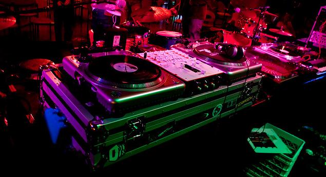 dj-equipment-dj-gear